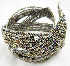 Charming gray-brown beads bracelet