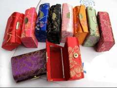 Big lipstick brocade box | jewelry boxes | jewelry box | candy boxes | gift boxes | inside with a mirror - random hair color