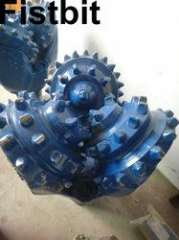 Oil well drilling tricone bit