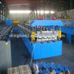 roll forming machine with guid pillar arrangement