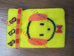 Wearing a bow tie big ears turned mouth puppy picture double yellow knitting phone bag | Floor morning knitting