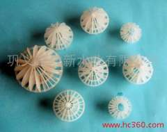 Plastic packing - multi-faceted hollow ball