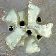 Matrix body PDC bits with 5 blades