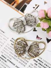 Factory Price 2013 New Arrivals Fashion Jewelry Hot Wholesale Flower Alloy Copper Rhinestone Brooch Fashion Brooches