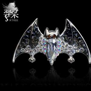 Yi Chen men's brooch | Europe and the United States tide people pin buckle | Crystal quality personality bats original design nightclub accessories
