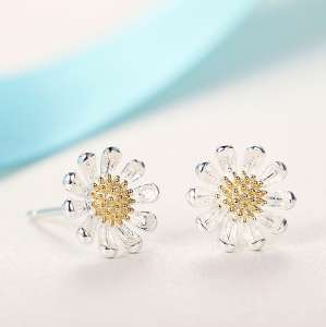On the blessing of the S925 silver fungus nails Japan and South Korea temperament small fresh small daisy flowers plated gold simple earrings